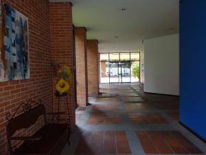 Apartamento En Venta En Caracas - Santa Eduvigis Código FLEX: 17-11376 No.13