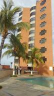Apartamento En Ventaen Catia La Mar, Playa Grande, Venezuela, VE RAH: 17-11381
