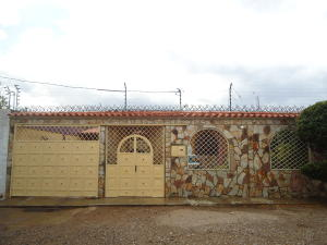 Casa En Ventaen Carora, Municipio Torres, Venezuela, VE RAH: 17-11385