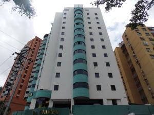 Apartamento En Venta En Valencia, Las Chimeneas, Venezuela, VE RAH: 17-11389