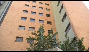 Apartamento En Venta En Maracaibo, Avenida El Milagro, Venezuela, VE RAH: 17-11445