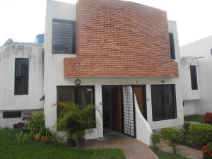 Casa En Venta En Municipio San Diego, Altos De La Esmeralda, Venezuela, VE RAH: 17-11489