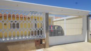 Casa En Venta En Punto Fijo, Puerta Maraven, Venezuela, VE RAH: 17-11530