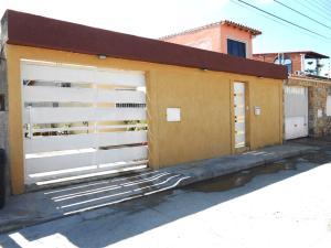 Casa En Venta En Palo Negro, Los Lirios, Venezuela, VE RAH: 17-11566