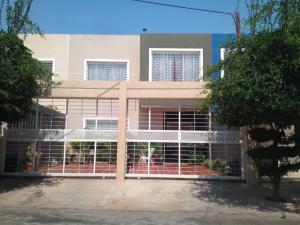 Townhouse En Venta En Maracaibo, Lago Mar Beach, Venezuela, VE RAH: 17-11588