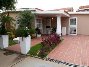 Townhouse En Venta En Maracaibo, Cumbres De Maracaibo, Venezuela, VE RAH: 17-11640