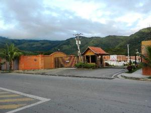 Casa En Ventaen Municipio San Diego, La Cumaca, Venezuela, VE RAH: 17-11686