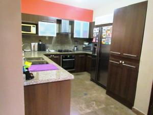 Casa En Venta En Maracaibo, Avenida Milagro Norte, Venezuela, VE RAH: 17-11725