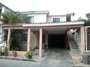 Casa En Ventaen Guatire, Country Club Buena Ventura, Venezuela, VE RAH: 17-11802