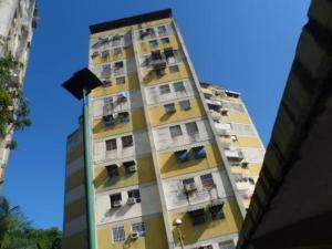 Apartamento En Venta En Turmero, Conjunto Residencial Turmero, Venezuela, VE RAH: 17-11871