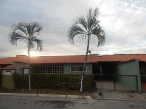 Casa En Venta En Guatire, El Castillejo, Venezuela, VE RAH: 17-11846