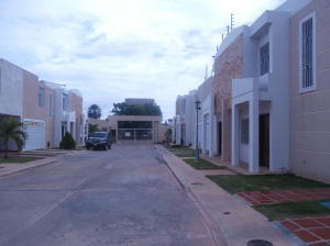 Townhouse En Alquiler En Ciudad Ojeda, Plaza Alonso, Venezuela, VE RAH: 17-11992