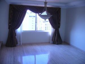 Apartamento En Venta En Maracaibo, La Lago, Venezuela, VE RAH: 17-12015