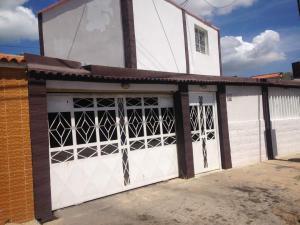 Casa En Venta En Punto Fijo, Santa Irene, Venezuela, VE RAH: 17-12026