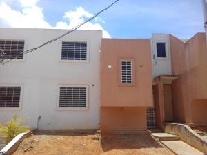 Casa En Venta En Cabudare, La Mora, Venezuela, VE RAH: 17-12029