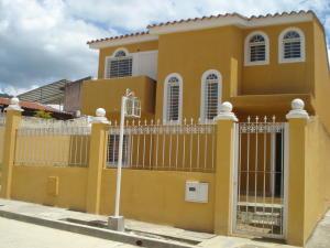 Casa En Venta En Charallave, Vista Linda, Venezuela, VE RAH: 17-12044