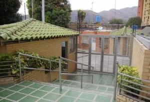 Apartamento En Venta En Maracay, La Cooperativa, Venezuela, VE RAH: 17-12076