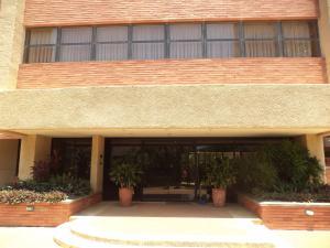Apartamento En Venta En Maracaibo, Avenida El Milagro, Venezuela, VE RAH: 17-12112
