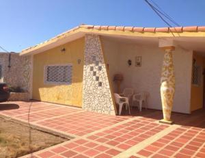 Casa En Venta En Punto Fijo, Puerta Maraven, Venezuela, VE RAH: 17-12123