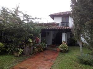 Casa En Venta En Caracas, La Lagunita Country Club, Venezuela, VE RAH: 17-12145
