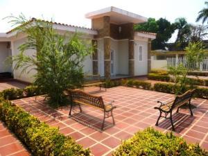 Casa En Venta En Ciudad Ojeda, Calle Merida, Venezuela, VE RAH: 17-12186