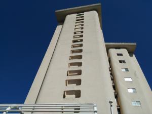 Apartamento En Venta En Parroquia Caraballeda, Caribe, Venezuela, VE RAH: 17-12228