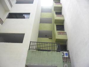 Apartamento En Venta En Municipio Los Guayos, Paraparal, Venezuela, VE RAH: 17-12265