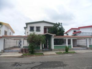 Casa En Venta En Valencia, Valles De Camoruco, Venezuela, VE RAH: 17-12280