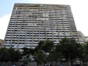 Apartamento En Venta En Parroquia Caraballeda, Los Corales, Venezuela, VE RAH: 17-12370