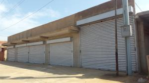 Local Comercial En Ventaen Santa Cruz De Mara, Via Principal, Venezuela, VE RAH: 17-12433
