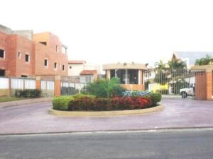 Townhouse En Ventaen Valencia, Piedra Pintada, Venezuela, VE RAH: 17-12443