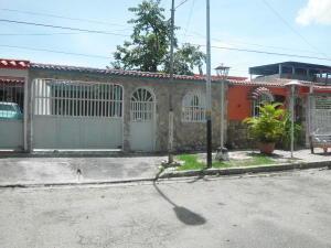 Casa En Venta En Valencia, Flor Amarillo, Venezuela, VE RAH: 17-12453