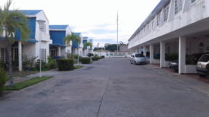 Townhouse En Ventaen Ciudad Ojeda, Bermudez, Venezuela, VE RAH: 17-9126