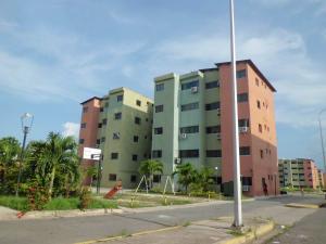 Apartamento En Ventaen Municipio Los Guayos, Paraparal, Venezuela, VE RAH: 17-12604