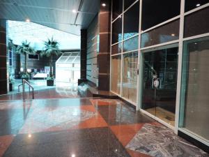 Local Comercial En Venta En Caracas En La Castellana - Código: 17-15626
