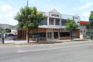 Local Comercial En Ventaen Valencia, Avenida Bolivar Norte, Venezuela, VE RAH: 17-12669