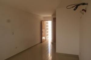 Apartamento En Venta En Catia La Mar - Playa Grande Código FLEX: 17-12742 No.2