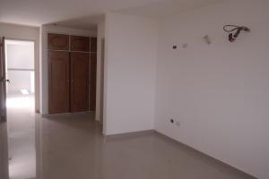 Apartamento En Venta En Catia La Mar - Playa Grande Código FLEX: 17-12742 No.3