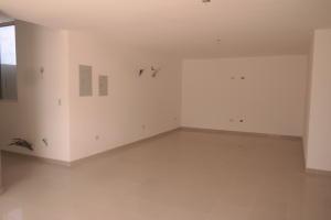 Apartamento En Venta En Catia La Mar - Playa Grande Código FLEX: 17-12742 No.7