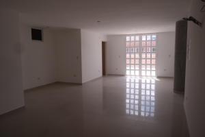 Apartamento En Venta En Catia La Mar - Playa Grande Código FLEX: 17-12742 No.8