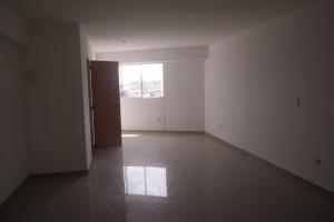 Apartamento En Venta En Catia La Mar - Playa Grande Código FLEX: 17-12742 No.10