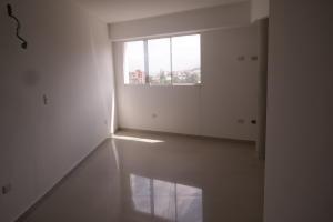 Apartamento En Venta En Catia La Mar - Playa Grande Código FLEX: 17-12742 No.13