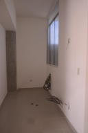Apartamento En Venta En Catia La Mar - Playa Grande Código FLEX: 17-12742 No.4