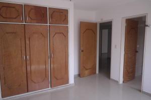 Apartamento En Venta En Catia La Mar - Playa Grande Código FLEX: 17-12742 No.5
