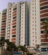 Apartamento En Ventaen Catia La Mar, Playa Grande, Venezuela, VE RAH: 17-12796