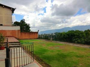 En Venta En Caracas - Alto Hatillo Código FLEX: 17-15594 No.16
