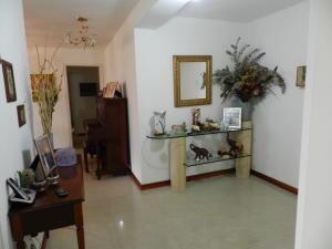 Apartamento En Venta En Caracas - Santa Rosa de Lima Código FLEX: 17-13244 No.1