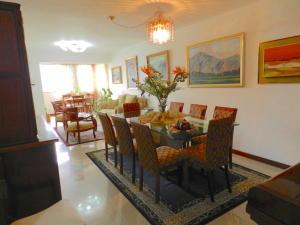 Apartamento En Venta En Caracas - Santa Rosa de Lima Código FLEX: 17-13244 No.3