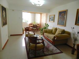 Apartamento En Venta En Caracas - Santa Rosa de Lima Código FLEX: 17-13244 No.4