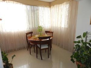 Apartamento En Venta En Caracas - Santa Rosa de Lima Código FLEX: 17-13244 No.8